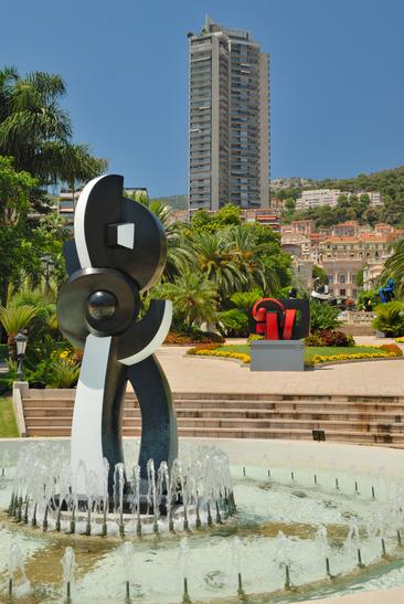 Modern skulptur i Monte Carlo